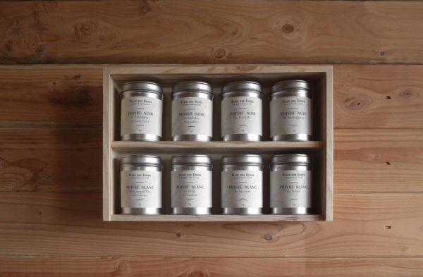Coffret étagère de 8 poivres noirs et blancs sarawak penja